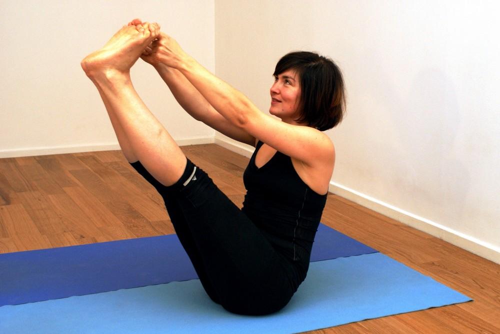 yoga studio lille cours de yoga iyengar lille. Black Bedroom Furniture Sets. Home Design Ideas